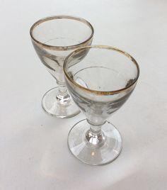 kultareunuksinen viinilasi . paksua lasia . 2 kpl . @kooPernu