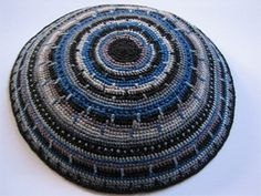 Easy Kippah (yarmulka) Remember to use a single material yarn (100% cotton or 100% wool). Do not mix materials, and do not work on it from sunset Friday to sunset Saturday, to keep the kippah kosher.