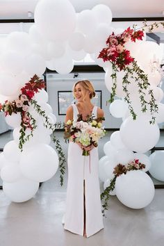 White balloons with real flowers! So beautiful for a wed… Gorgeous balloon arch. White balloons with real flowers! So beautiful for a wedding. Wedding Balloon Decorations, Wedding Balloons, Wedding Centerpieces, Wedding Ideas With Balloons, Bridal Shower Ballons, Engagement Balloons, Engagement Party Planning, Masquerade Centerpieces, White Wedding Decorations