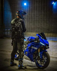 Yamaha Motorbikes, Yamaha Bikes, Yamaha Yzf R6, Honda Motorcycles, Cars And Motorcycles, R6 Motorcycle, Moto Bike, Motorcycle Outfit, Motorcycle Garage