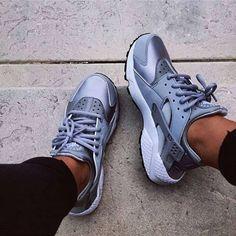 Shoes nike air huarache huarache pastel sneakers sneakers nike metallic nike shoes new nikes fashion grey Nike Air Huarache, Nike Huarache Women, Cute Shoes, Me Too Shoes, Tom Shoes, Basket Style, Nike Free Shoes, Nike Fashion, Fashion Shoes