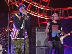 Travie McCoy Performs 'Rough Water' Featuring Jason Mraz | EllenTV.com