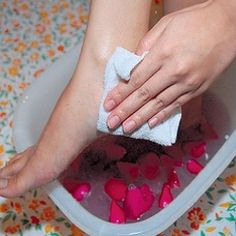 TIPS TO GIVE A RELAXING FOOT SPA AT HOME