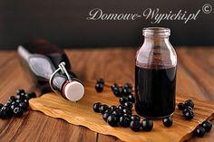 Przepis na sok z aronii. Sok z aronii jest bardzo zdrowy. Aronia zawiera bowiem dużą ilość witamin, składników mineralnych i antyutleniaczy. Aronia powinna być zamrożona co najmniej na parę dni, aby po przetworzeniu nie była cierpka. Jest to duży plus, ponieważ jej przetworzenie możemy sobie spokojnie rozplanować.
