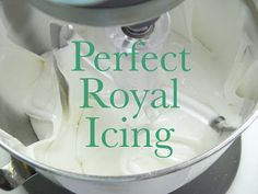 Good Things by David: Perfect Royal Icing. I thought it was. Need meringue powder Icing Frosting, Fondant Icing, Icing Recipe, Frosting Recipes, Cookie Recipes, Cake Decorating Tips, Cookie Decorating, Royal Icing Cookies, Sugar Cookies