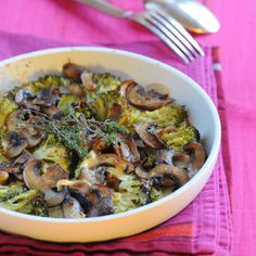 Discover the mushroom broccoli gratin recipe - Quick and Easy Recipes Vegetarian Day, Vegetarian Recipes, Healthy Recipes, Creme Brulee, Crockpot Lunch, French Dishes, Weird Food, Lunch Recipes, Food Inspiration