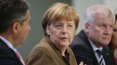 Kanselir Jerman: Pedatang harus belajar bahasa Jerman  BERLIN (Arrahmah.com) - Kanselir Jerman Angela Merkel mengatakan migran yang tinggal di Jerman wajib berbaur dengan masyarakat termasuk diantaranya belajar bahasa Jerman.  Kebijakan tersebut dikeluarkan sesudah pemerintah koalisi Jerman mengeluarkan perundang-undangan baru berkaitan dengan banyaknya pengungsi dan migran yang masuk ke negara itu.  Peraturan itu juga menyebutkan bahwa migran bisa diperintahkan untuk tinggal di daerah…