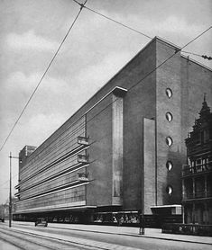 Magazijn de Bijenkorf, Rotterdam by W.M. Dudok-1930-streetview-10