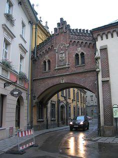 Brama na ul. Pijarskiej, Kraków
