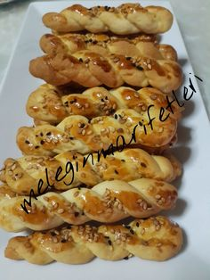 .meleginmarifetleri: TUZLU BURMA KURABİYE.... Albanian Recipes, Turkish Recipes, Cookie Recipes, Dessert Recipes, Snacking, Savory Pastry, Greek Cooking, Tea Time Snacks, Sweet Cookies