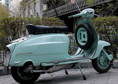 My absolute favorite Italian scooter. the Lambretta LI 150 Lambretta Scooter, Vespa Scooters, Italian Scooter, Engin, Motor Scooters, Sidecar, Chopper, Cars And Motorcycles, Motorbikes