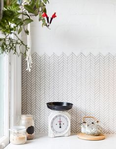 Tiny herringbone tiles with unfinished zigzag edge, lovely. An artist's home, photo credit: The Design Files Chevron Tile, Geometric Tiles, Hexagon Tiles, Herringbone Wall, Herringbone Backsplash, Pink Tiles, Black Tiles, Kitchen Splashback Tiles, Splashback Ideas