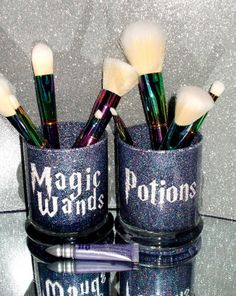 Harry Potter Zauberstab & Tränke Make-up Pinsel Halter Set Sie anpassen! Makeup Jars, Diy Makeup, Makeup Brushes, Beauty Makeup, Harry Potter Makeup, Harry Potter Wand, Harry Potter Wine Glasses, Makeup Storage, Makeup Organization