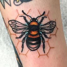 What does bee tattoo mean? We have bee tattoo ideas, designs, symbolism and we explain the meaning behind the tattoo. Cute Tattoos, Beautiful Tattoos, Body Art Tattoos, New Tattoos, Small Tattoos, Sleeve Tattoos, Tatoos, Skull Tatto, Neck Tatto