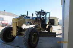 140M Cat motor grader (2011) has a 14' Blade, A/C, Blade Float, Erops & more! The used grader for sale is priced @ $110k. Call 1-281-531-1515!