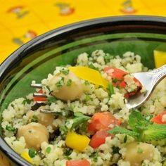 Салат из кускуса с овощами и курицей