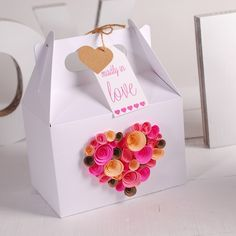 our picnic box decorated with a wonderful heart made from paper flowers perfect for valentine's day #packaging #heart #valentinesday #gift #handmade #boxes #flowers