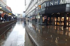 Manchester city centre streets ankle-deep in water after sudden downpour - latest updates - Manchester Evening News