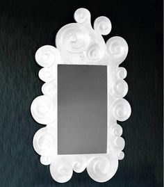 el espejo zeuss con su forma irregular y su decoracin barroca es una pieza ideal para