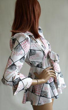 in my dreams.... Celia Birtwell print 1970s vintage Ossie Clark tie front blouse jacket top. Fashion Fabric, 70s Fashion, Fashion History, Vintage Fashion, Vintage Style, Vintage Items, Crepe Dress, Chiffon Dress, Celia Birtwell