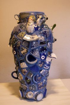 newcollection - annshelbyvalentine I love the blue grout! Mosaic Planters, Mosaic Vase, Mosaic Flower Pots, Mosaic Garden, Mosaic Bottles, Mosaic Projects, Concrete Projects, Mosaic Artwork, Jar Art