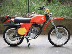 Enduro Motorcycle, Vintage Motocross, Vintage Bikes, Dirt Bikes, Cross Country, Motorcycles, Classic, Iron, Motorbikes