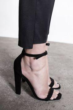 Как моментально сделать ноги сексуальными?