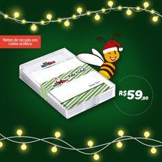 Um bloquinho de acrílico com 100 folhas personalizadas para este fim de ano!  Um presente super útil para anotações e recados! 😉  .  www.fabeestore.com.br  .  #fabeestore #etiquetasdevinil #adesivosdevinil #etiquetaspersonalizadas #adesivospersonalizados #cartaodenatal #natal #natalpersonalizado Bee, Christmas Ornaments, Holiday Decor, Personalized Stickers, Scrapbooks, Leaves, Gift, Xmas, Honey Bees