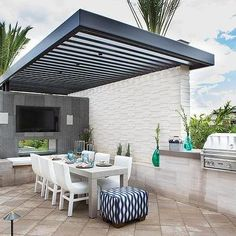 Modern Patio Pergola - Design photos, ideas and inspiration. Amazing gallery of interior design and decorating ideas of Modern Patio Pergola in decks/patios, dining rooms by elite interior designers. Contemporary Patio, Outdoor Decor, Modern Pergola, Outdoor Kitchen Design, Patio Design, Outdoor Kitchen Decor, Outdoor Dining, Property Brothers At Home, Outdoor Design