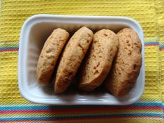 Biscotti alla banana | Ricetta | D - La Repubblica  I absolutely must try these for my baby - he goes crazy for bananas!!!!