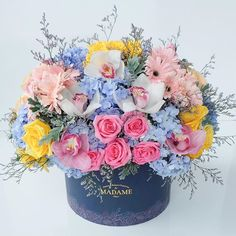 """Share happiness with our Blossom Box 😍😍 """"Fresh flowers only!"""" Delivery around Jakarta Cp 087879038018 Line. Peggynovia / Jessicajeno For… Hat Box Flowers, Shade Flowers, Flower Boxes, Flower Cards, Love Flowers, Fresh Flowers, Spring Flowers, Beautiful Flowers, Red Bouquet Wedding"""