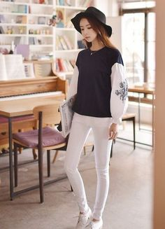 awesome Korean splicing embroidery puff sleeve T-shirt -