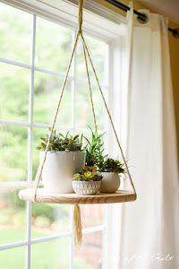 Nos apuntamos a la moda de los estantes flotantes de madera con este DIY. Madera y un poco de cuerda.