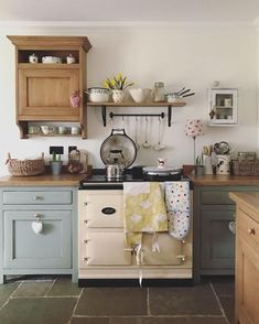 it's been a day of packing orders , me and David popped to our lovely friends cafe for lunch and did a few jobs… Quirky Kitchen, Galley Style Kitchen, Small Space Kitchen, Country Kitchen, Formal Dining Tables, Modern Cottage, Cottage Kitchens, Cafe Style, Wooden Tops