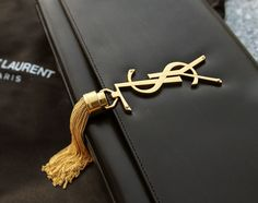 Style - essential details - YSL - black and gold Fashion Moda, Gold Fashion, Fashion Bags, Fashion Accessories, Net Fashion, My Bags, Purses And Bags, Gold Style, My Style