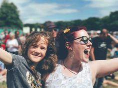 How to make the most of the festival season. So, you fancy trying your hand at a festival or two? Well… here are some tips to help you get the most out of the festival season. J'ai Compris, Rainbow Project, Education Positive, Step Parenting, Parenting Teenagers, Parenting Articles, Karaoke, Tween, Viajes