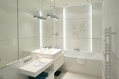 Remont małej łazienki: 12 pomysłów na oświetlenie