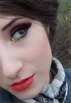Step by step tutorial: Christmas Makeup - Green, Red & Gold | Alex Make-up #LimeCrime