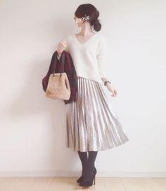 シンプルな装いはより女性の清楚さを引き立ててくれる♡