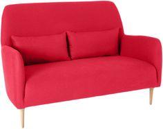 Daborn sofa. Fåes i flere farger og med sorte ben. Dimensjoner: L140 x H92.5 x D66cm. Kr. 7970,- Red Interiors, Home Living Room, Habitats, Love Seat, Interior Decorating, Couch, Design, Furniture, Chairs