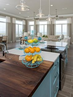 This open kitchen plan reflects the Gulf Coast color palette and creates a cheerful coastal atmosphere for guests to enjoy.