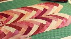 Super easy and amazing pattern! this what the Boomerang offers you in three different sizes, Small, Medium and Large. Quilting Tutorials, Quilting Designs, Braid Quilt, Patchwork Quilt Patterns, Fabric Cards, Quilt Binding, Sewing Material, Quilt Sizes, Mug Rugs