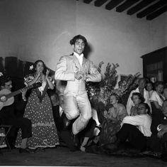 Danseur de flamenco 1949 |¤ Robert Doisneau | 29 mai 2015 | Atelier Robert Doisneau | Site officiel / Vintage Movement <3
