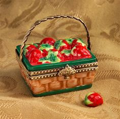 Limoges Strawberry Basket Box with Strawberry | Limoges Marquise de Pompadour