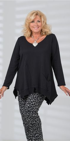 Look fabulous this season with our plus size clothing for ladies, sizes We've everything from fashionable tops and trousers, to summery dresses. Fashion Vestidos, Women's Fashion Dresses, Fashion Clothes, Curvy Women Fashion, Plus Size Fashion, Womens Fashion, Looks Plus Size, Moda Plus Size, Fashion Over 40