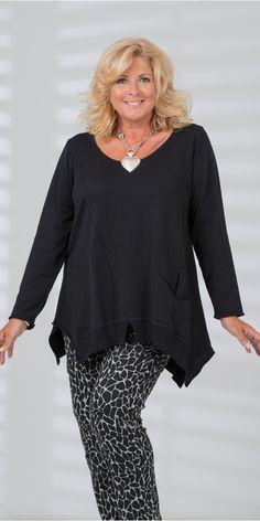 Box 2 black oversize pocket jumper