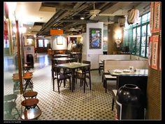 懷舊冰室 - 餐廳 - 香港玩樂指南 - SeeWide 香港特搜 Asia Restaurant, Classic Restaurant, Restaurant Design, Hong Kong Noodles, Cafe Shop, Cafe Bar, Noodle Bar, Cafe Concept, Small Cafe