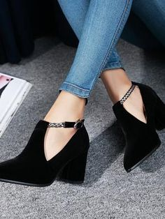 Love these Suede Booties! Chunky Heel Pumps, Chunky High Heels, Women Clothing Stores Online, Online Fashion Stores, Pump Shoes, Women's Pumps, Frauen In High Heels, Romance, Casamento