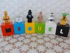 Cubos Lego Star Wars - MIGUEL  Cubos em madeira (mdf), pintados, envernizados e decorados com letras e personagens modelados em biscuit.