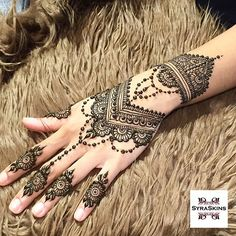Explore latest Mehndi Designs images in 2019 on Happy Shappy. Mehendi design is also known as the heena design or henna patterns worldwide. We are here with the best mehndi designs images from worldwide. Henna Tattoo Designs, Bridal Henna Designs, Best Mehndi Designs, Beautiful Henna Designs, Mehndi Tattoo, Henna Mehndi, Foot Henna, Henna Hand Designs, Mehendi